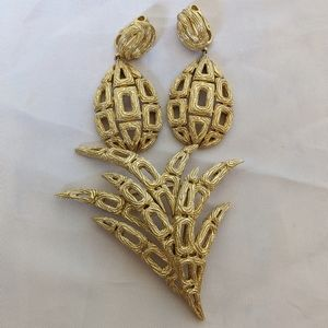 Fantastic Gold Crown Trifari Earrings & Brooch Set